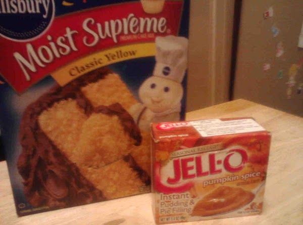 Wisk wet ingredients in bowl.In another bowl stir together cake mix and pudding mix.Blend...