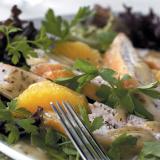 Gemengde Salade Met Gegrilde Kipfilet En Sinaasappel