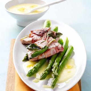Grüner Spargel mit Zitronensauce und Thunfisch-Saltimbocca