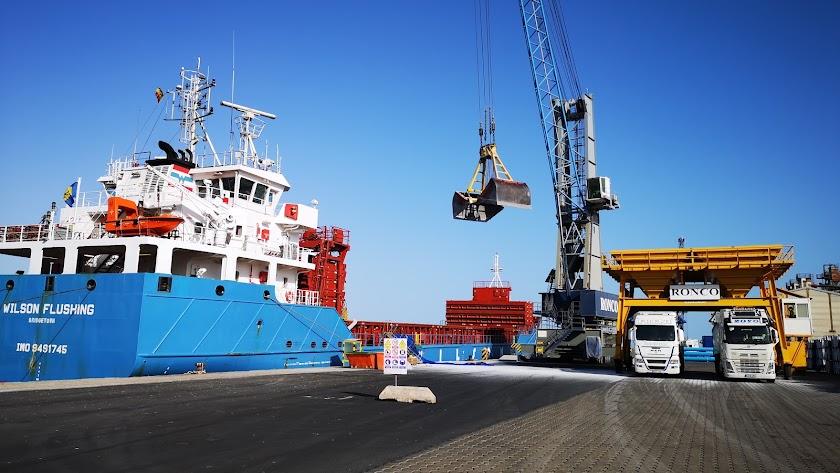 El Puerto de Almería es el cuarto de España que más crece en tráfico portuario