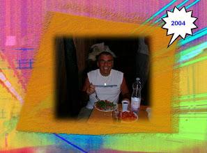 """Photo: Sagra 2004 - Preparativi della sagra - Il primo cliente: da questo momento in poi sono stati affissi i cartelli """"non si fa' credito"""" - Foto 10 di 13"""