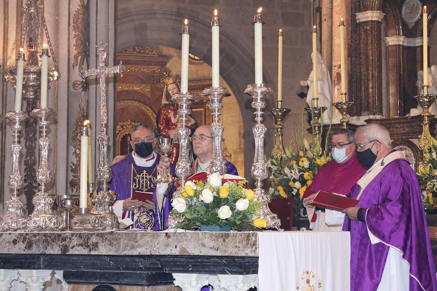 El obispo Antonio Gómez, Adolfo González Montes, obispo de Almería; y el arzobispo, Francisco Javier Martínez.