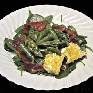 Asparagus and Spinach Salad with Ham and Goat Cheese