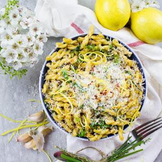 Easy and Fresh Garlic Lemon Pasta.