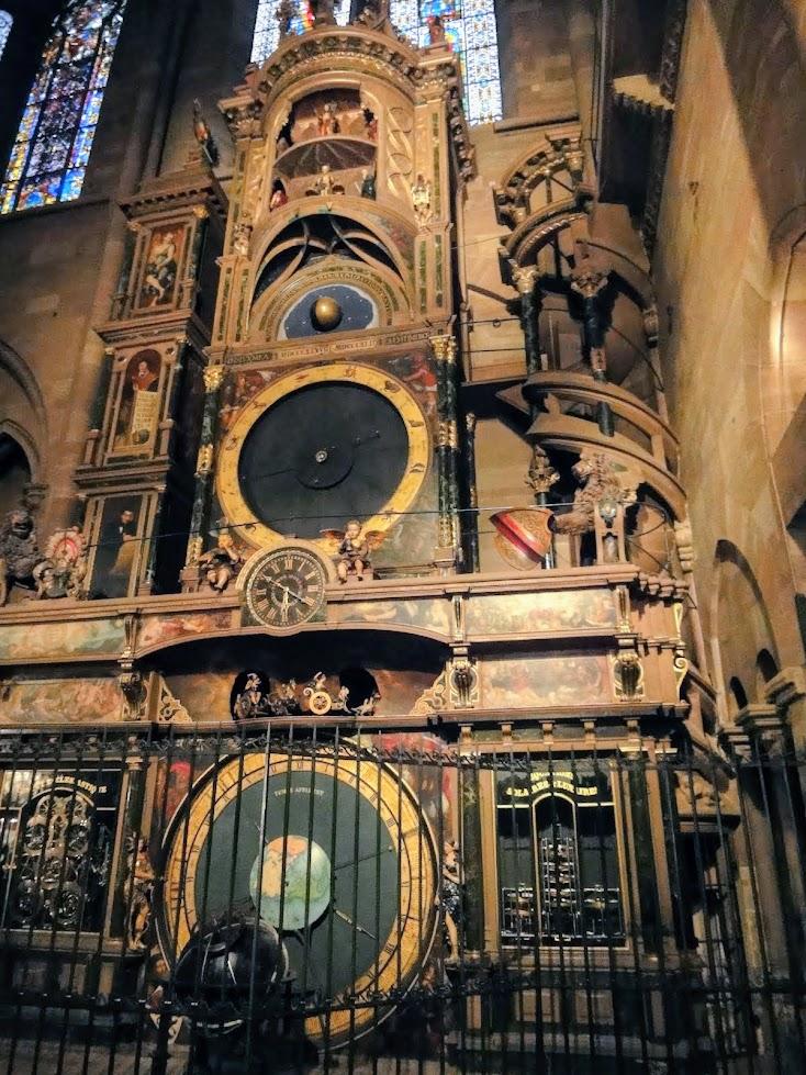 Horloge astronomique dans la Cathédrale Notre-Dame à Strasbourg