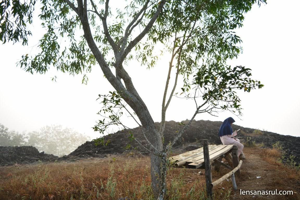 keindanhan dari puncak Gunung Ireng