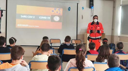 Profesionales del 061 informan sobre el covid a escolares de Huércal de Almería