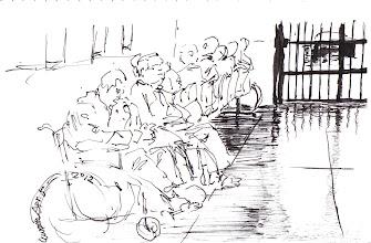 Photo: 候診的收容人2012.04.05鋼筆 在醫療中心候診的收容人必須面牆坐著,他們只能看著牆上單調又看到爛的文宣,坐輪椅這兩位不必面牆,但也看不到什麼東西,因為一個眼睛幾近全盲,另一位才剛失去一隻眼睛…