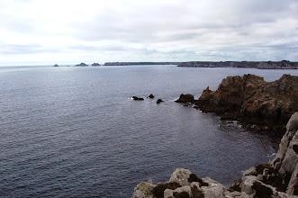 Photo: BRETANYA 2013. PRESQU'ÎLE DE CROZON ( Kraozon en bretó ). Vista de la POINTE DE PEN-HIR, des de la Pointe de Dinan.