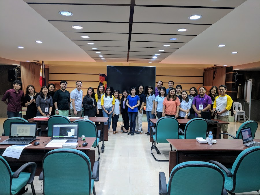 Organizers and participants of the first DSWD-ICTMS #MAPAbabae workshop. (Photo credit: @GOwin)
