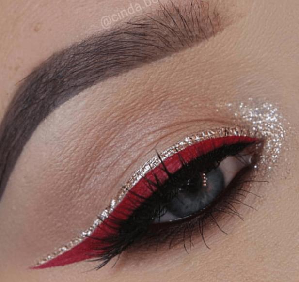 Sparkling wing eyeliner