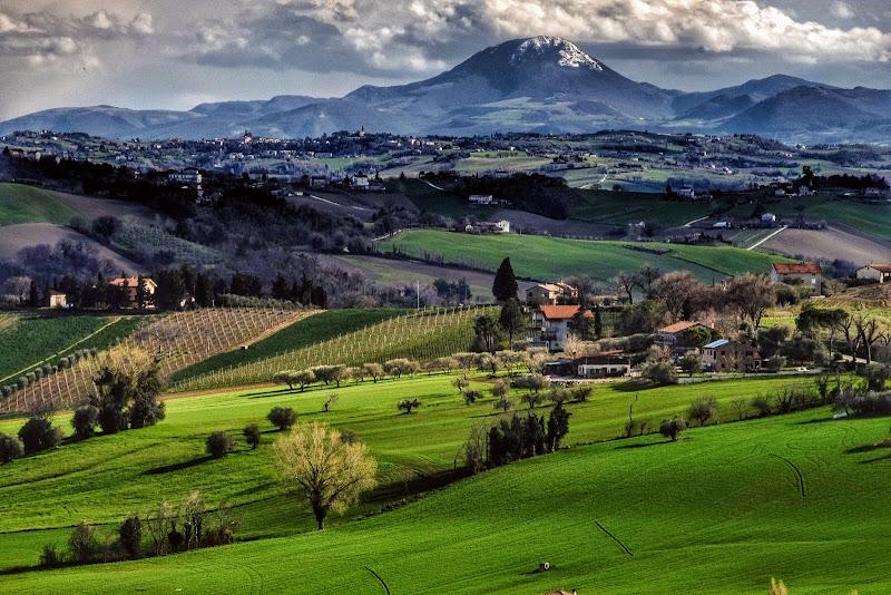 Il monte San Vicino e la campagna marchigiana di leorol