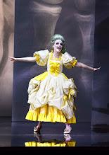 """Photo: WIEN/ Burgtheater: """"Der eingebildete Kranke"""" von Jean Baptist Moliere, Premiere 5.12.2015. Inszenierung: Herbert Fritsch. Marie Luise Stockinger. Copyright: Barbara Zeininger"""