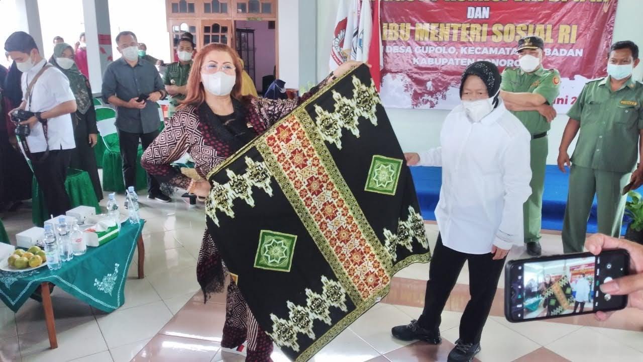 Mensos Risma Kunjungi Tenaga Kesejahteraan Sosial Kecamatan di Ponorogo