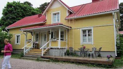 Photo: Toinen majoituspaikka samalla pihalla. Kolmannesta rakennuksesta löytyi vanhanajan parvisaunat erikseen miehille ja naisille.