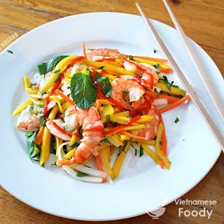 Vietnamese Shrimp and Green Mango Salad (Goi Xoai Xanh Tom Hap Recipe).