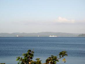 Photo: #005-Les bateaux attendent leur tour pour franchir l'écluse
