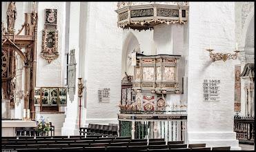 Photo: Dom zu Lübeck mit flämischer Renaissance Kanzel aus dem Jahre 1586 im Kirchenschiff