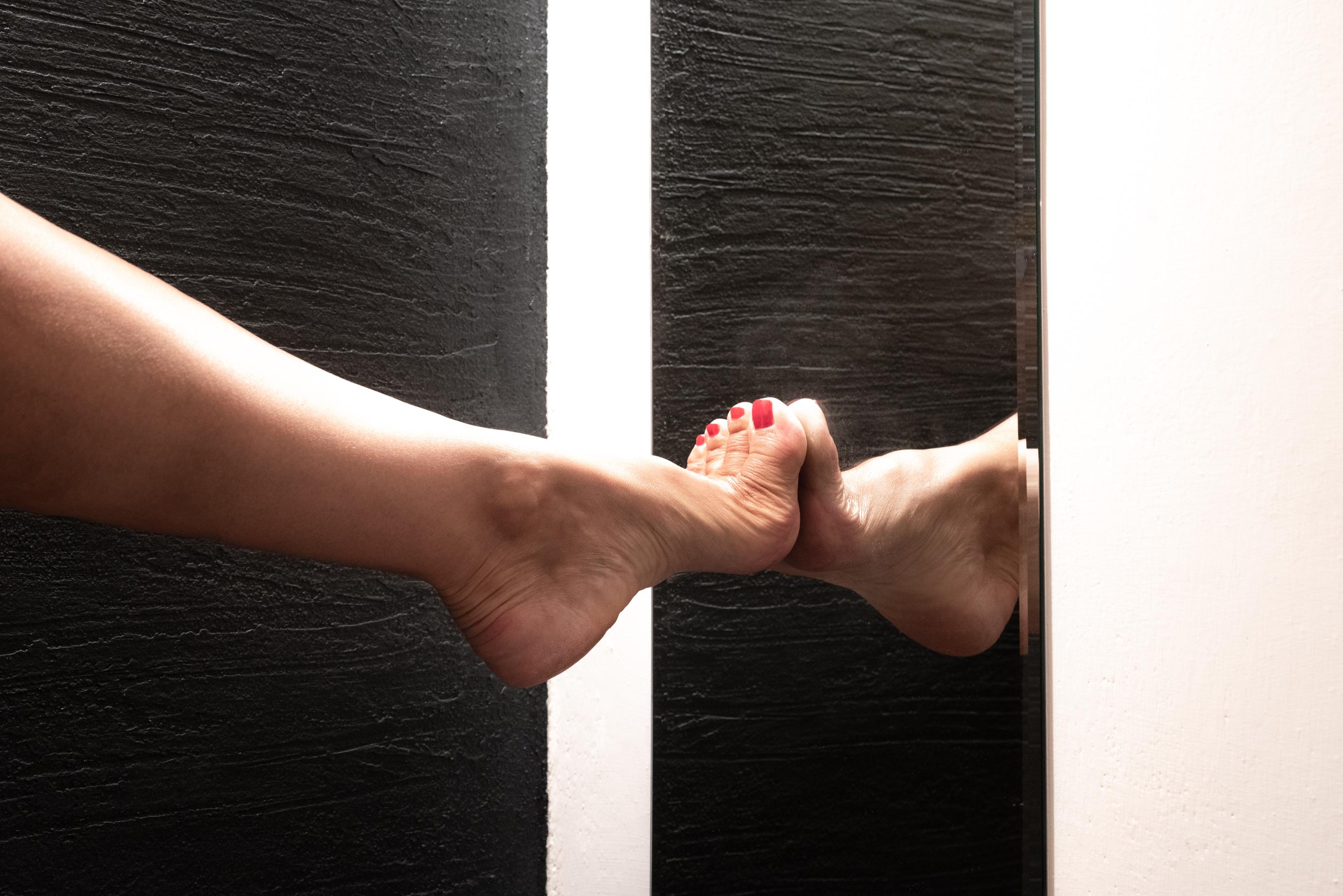 Feet in the mirror di marina_mangini