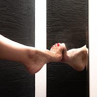 Feet in the mirror di