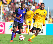 Kaizer Chiefs veteran striker Bernard Parker (L) gets away from Black Leopards midfielder Tshwarelo Bereng (R) during the Absa Premiership encounter against Kaizer Chiefs at Thohoyandou Stadium in Venda on Saturday April 13 2019.