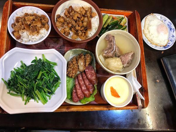 財神爺滷肉飯 / 小吃 / 24小時 / 宵夜 。台中人都知道