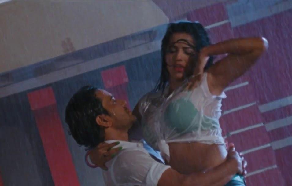 Bhojpuri Actress Monalisa Rain Dance Song With Nirahua