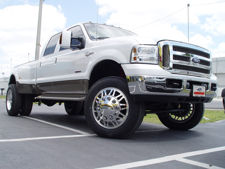 Photo: 2005 FORD F350 22.5 FREEDOM WHEELS 255/70-22.5 HANKOOK ALL POSITION TIRES & STOCK SUSPENSION