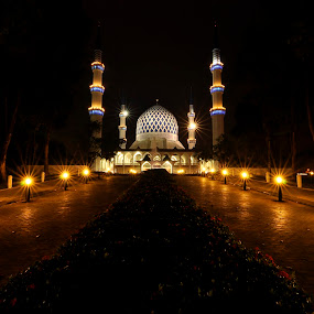 sultan abdul aziz mosque by Faareast Mk - Buildings & Architecture Places of Worship ( msaa, islam, mosque, buildings, shah alam, night )