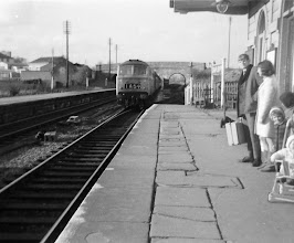 Photo: An up train arriving at Charlbury - note the gas lighting still in use (March 1968)
