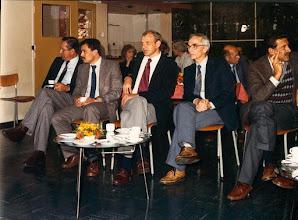 Photo: Voorste rij v.l.n.r.:  v.d. Kraats / Guus Ungerer - verkoop buitendienst / Jan Buter - verkoop buitendienst / Chris Wessels - constructiebureau (tekenkamer) / Bart Deurhof - fabriek (getijdemeters).            Achter Chris Wessels zit Ruud Roof - constructiebureau (tekenkamer)