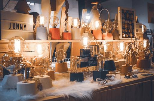 junny à la fabrique du pere noel evenement organisé par la fine equipe retrouvez les lampes en béton coloré de junny