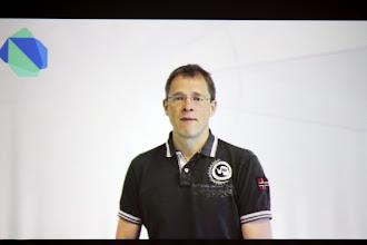 Photo: Привітання учасникам хакатону від інженера з Google Dart Team - Ларса Бака