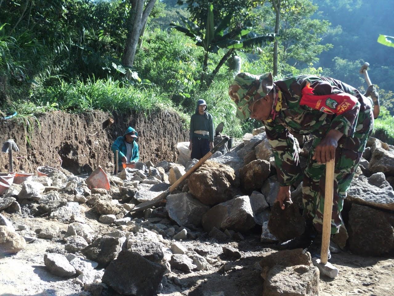 Jelang Pembukaan TMMD Ke 111 TNI Bersama Warga Kebut Pengerjaan Sasaran Fisik