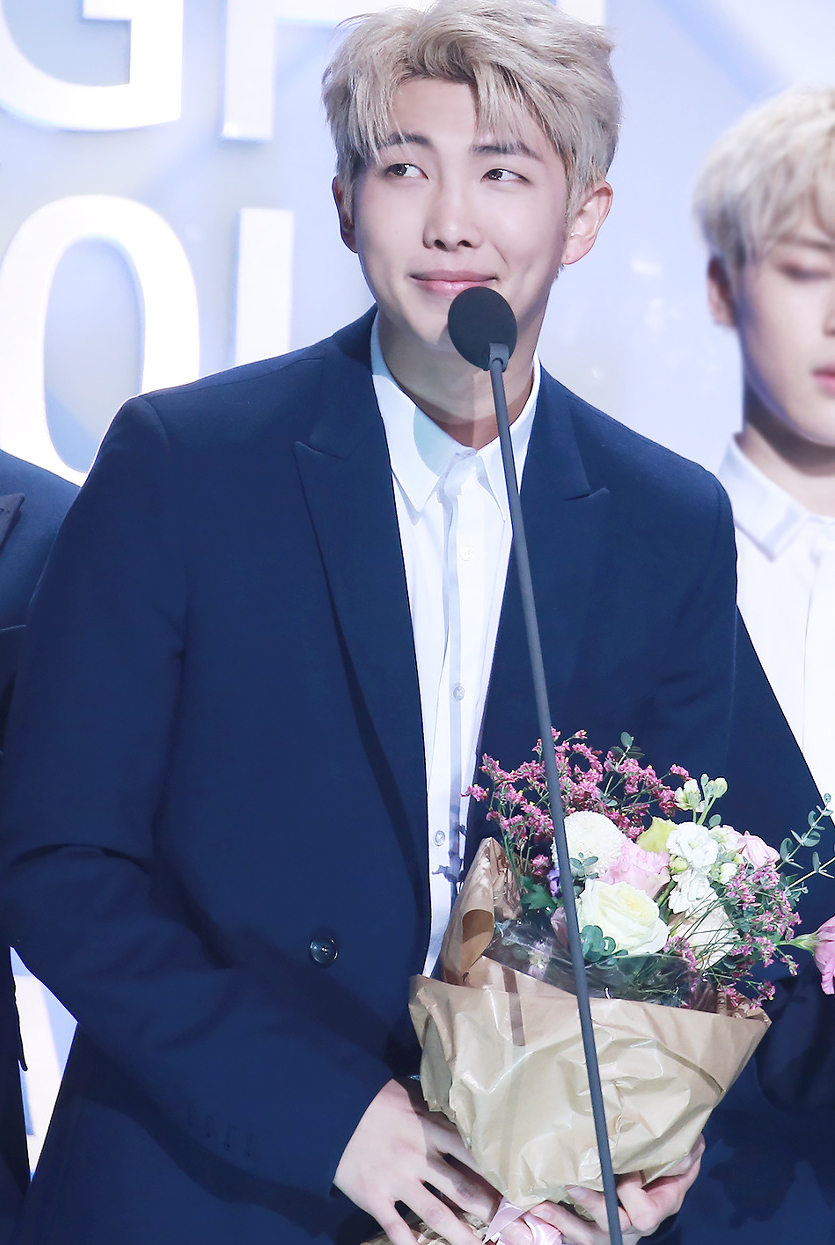 Rap_Monster_at_Seoul_Music_Awards_on_January_19,_2017_(1)