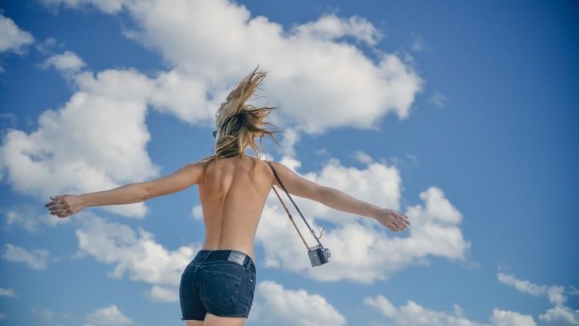 La producción holandesa también busca chicas que quieran rodar en toples.