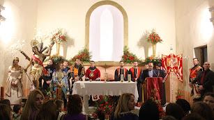 El presidente de la Asociación de Moros y Cristianos presentó al pregonero en la bajada de San Sebastián.
