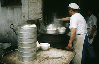 Photo: 10976 上海/食堂/饅頭(マントウ)を蒸す