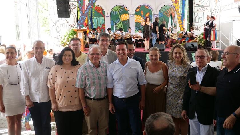 Autoridades políticas en el festival de la Alpujarra.
