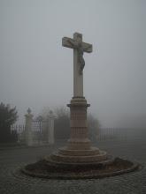 Photo: Feszület a ködben