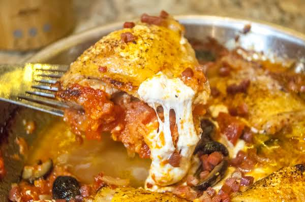 Skillet Essentials: Chicken, Tomatoes & Mozzarella Recipe