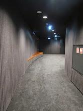 """Photo: Za każdymi drzwiami na salę jest taka """"śluza"""". Absolutnie szczelna akustycznie"""
