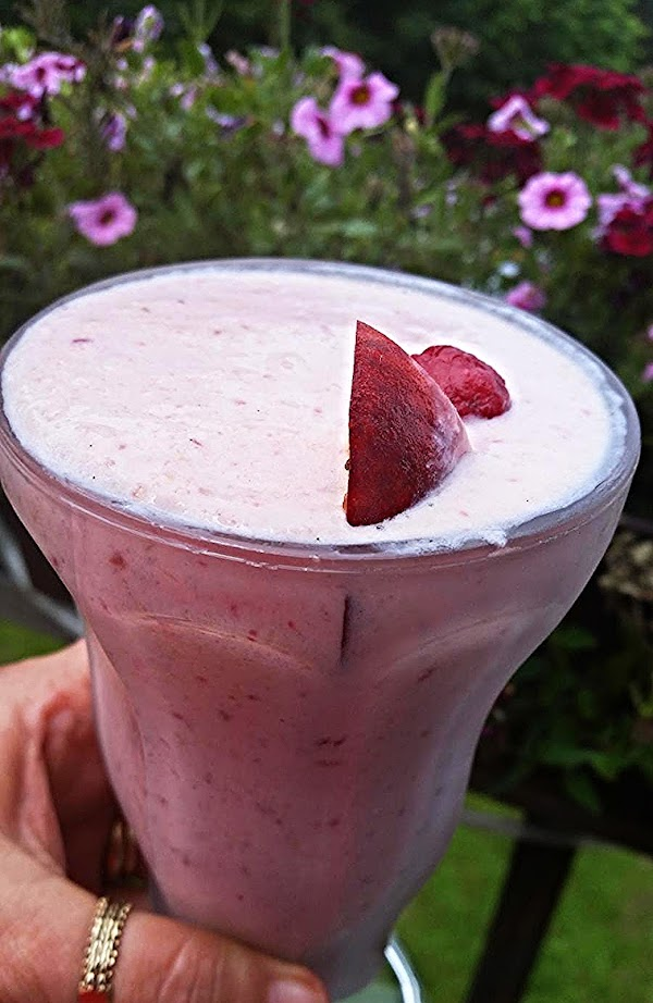 ~ Fresh Peach / Raspberry Shake ~ Recipe