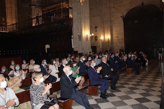 Asistentes a la toma de posesión que acogió la Catedral de la Encarnación.