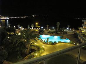 Photo: 13.10.07St Paul's Bay,Qawra : hôtel Dolmen, chambre, vue nocturne vers baie