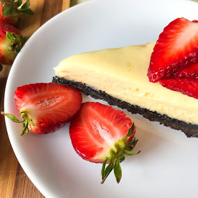 Chocolate cheesecake by Alina Dinu - Food & Drink Plated Food