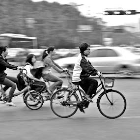 rushing... by Jordan Toh - City,  Street & Park  Street Scenes