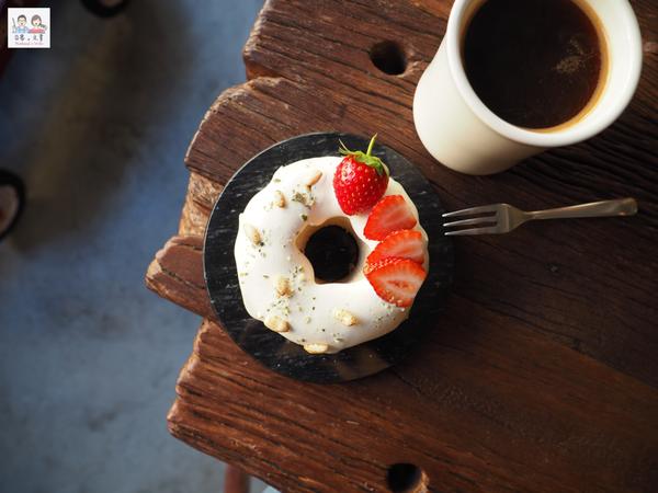 感受午後暖陽慢步調 嘗一口香甜戚風的-Meller coffee墨樂咖啡