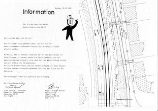 Photo: Information für die Anlieger der Häuser Universitätsstraße 83 - 103 aus dem Jahr 1990.