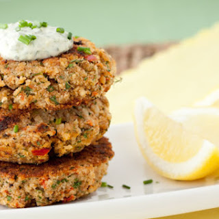SPICY SALMON CAKES WITH MANGO TARTAR SAUCE